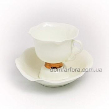 Чашка с блюдцем чайная форма Белый цветок рисунок Золотая лента