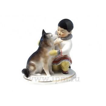 Скульптура Якут с собакой